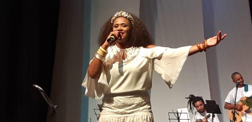 Dia 01/11, SANDRA PORTELLA Canta CLARA NUNES na Sala Municipal Baden Powell Caixa de entrada x 2